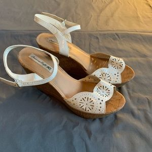 American Eagle white cut out wedges